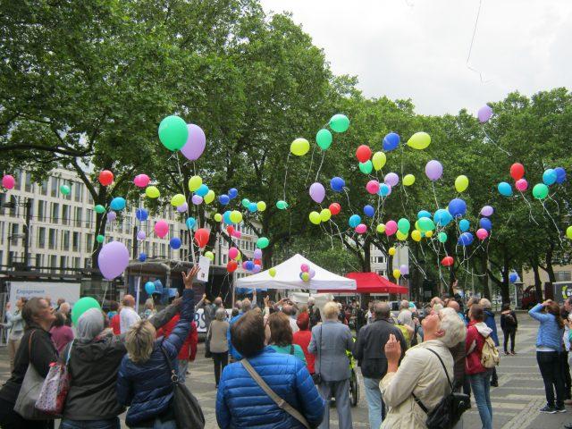 selbsthilfetag-koeln-2016-luftballon